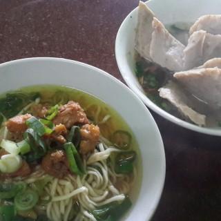 Mie Ayam bakso jumbo  -  dari Bakso Pak Min (Kaliurang) di Kaliurang |Yogyakarta