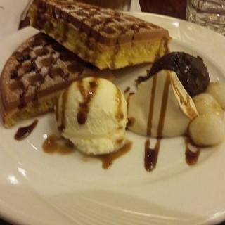紅豆冰淇淋鬆餅 -  dari UCC Café Mercado (桃園區) di 桃園區 |Taoyuan