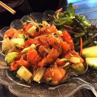 Salmon spicy Salad -  dari Kaizen Sushi & Hibachi (ไคเซ็นซูชิ) (ถนนเพชรบุรี) di ถนนเพชรบุรี |Bangkok