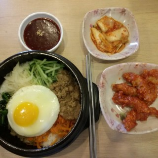 spicy dolsot bibimbap + korean fried chicken -  dari Mujigae - Bibimbab & Casual Korean Food (Pluit) di Pluit |Jakarta