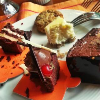 Dessert Platter, Desire Cake - 's Circles Event Café (Makati)|Metro Manila
