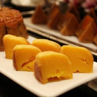 ขนมไหว้พระจันทร์ไส้คัสตาร์ด - 位於บางรัก的Shang Palace (บางรัก)   曼谷