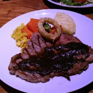 T-Bone Steak with souce Blackpepper -  Dago Pakar (Dago Atas) / Congo Solidwood Galery & Cafe (Dago Pakar (Dago Atas))|Bandung