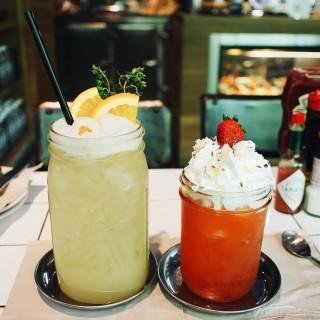 Lychee Soda Punch -  dari Vanilla Bakeshop (คลองตันเหนือ) di คลองตันเหนือ |Bangkok