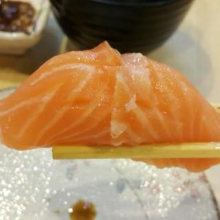 ซูชิปลาแซลมอน -  หนองบอน / Omote Sushi Bar (หนองบอน)|กรุงเทพและปริมลฑล