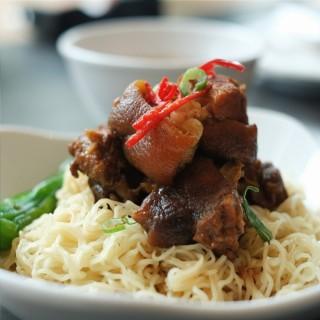 Braised Pork Knuckles Noodle - 位於的Tim Ho Wan (Pantai Indah Kapuk) | 雅加達