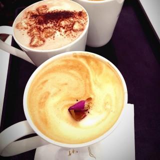 玫瑰鮮奶咖啡 - 位於將軍澳的agnès b. Café LPG (將軍澳) | 香港