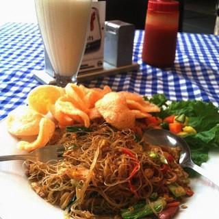 Soursop juice & bihun goreng -  Ir. Haji Juanda (Dago Bawah) / Ngopi Doeloe (Ir. Haji Juanda (Dago Bawah))|Bandung