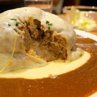 超重型12盎司起司漢堡咖哩飯 -  dari Izumi Curry (大同區) di 大同區 |Taipei