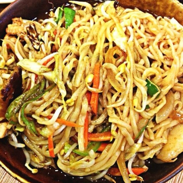 yaki soba - Binondo's Sushi Yum|Fast Food Shop - Metro Manila