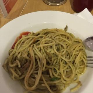 Spaghetti Aglio Olio with Tuna and chili - ในSudirman จากร้านLattice Cafe (Sudirman)|Jakarta