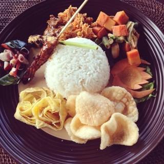 Nasi Campur - Gianyar's Alon Alon Terrace Cafe (Gianyar)|Bali