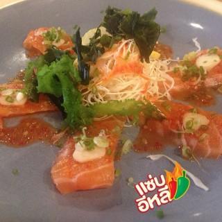 Spicy Salmon Salad -  dari Muteki By Mugendai (ยานนาวา) di ยานนาวา |Bangkok