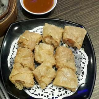 Lumpia Udang Kulit Tahu - ในSlipi จากร้านJala Jala Restaurant (Slipi)|Jakarta