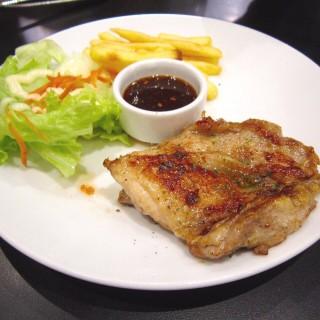 สเต็กไก่ซอสแจ่ว -  dari Santa Fé Steak (ซานตาเฟ่ สเต็ก) (ฟ้าฮ่าม) di ฟ้าฮ่าม |Chiang Mai