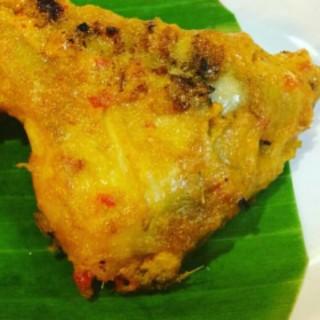 ayam bakar - 位於Muara Karang的Ratu's Cooking (Muara Karang) | 雅加達