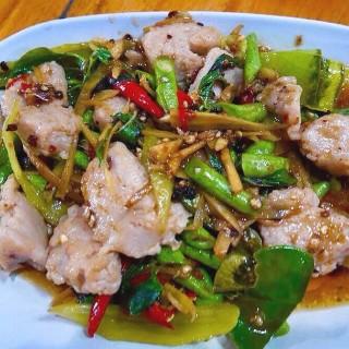 ผัดเผ็ดลูกชิ้นปลากราย - ในอ.บ้านไร่ จากร้านสวนอาหารครัวอนันต์ (อ.บ้านไร่)|จังหวัดอื่นๆ
