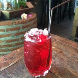 Sweet cherry soda -  dari Mixology (พระสิงห์) di พระสิงห์ |Chiang Mai
