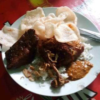 Ayam Goreng semur tahu - 位于Kuningan的Nasi Uduk Yoyo (Kuningan) | 雅加达