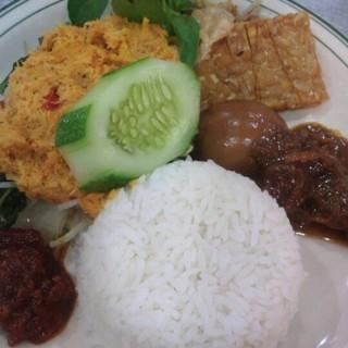 nasi gudangan komplit - 位于Kebon Agung的Indah Sari Restaurant (Kebon Agung) | 三宝珑
