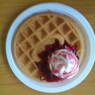 ice Strawberry Pancake - Ir. Haji Juanda (Dago Bawah)'s A & W Restaurant (Ir. Haji Juanda (Dago Bawah))|Bandung