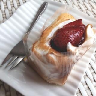 strawberry cheesecake slice  -  dari Chez Moi (Yogyakarta Utara) di Yogyakarta Utara |Yogyakarta