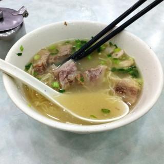原汁牛腩幼麵 - 位於銅鑼灣的潮興魚蛋粉 (銅鑼灣) | 香港