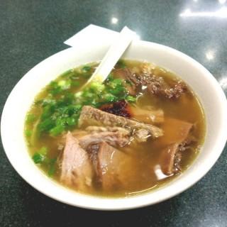 原味牛腩幼麵+竦椒油 - 位於銅鑼灣的潮興魚蛋粉 (銅鑼灣) | 香港