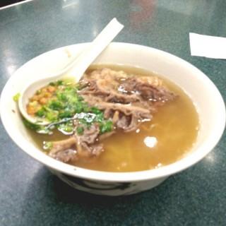 牛沙瓜幼麵 - 位於銅鑼灣的潮興魚蛋粉 (銅鑼灣) | 香港