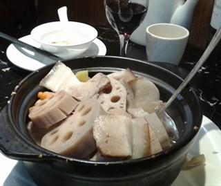 清汤煲淋新垦莲藕 - ใน工业大道 จากร้าน凤仙居餐厅 (工业大道)|Guangzhou