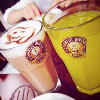 冰摩卡 - ใน肇嘉浜路片区 จากร้านcharlie brown cafe (肇嘉浜路片区)|Shanghai