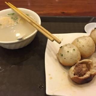 鲜肉生煎 - ใน人民广场 จากร้าน大壶春 (人民广场)|Shanghai