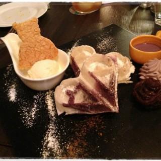 日式香芋麻糬窩夫配雪糕 - 位於中環的Espuma (中環) | 香港