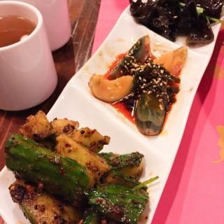 涼拌拼盤 - 位於的渝酸辣粉 (銅鑼灣) | 香港