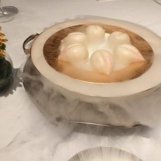 壽包 - Tsim Sha Tsui's Yan Toh Heen (Tsim Sha Tsui)|Hong Kong