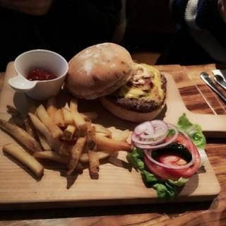 蘑菇牛肉芝士漢堡包 - 位於中環的Holy Crab Bar and Restaurant (中環) | 香港