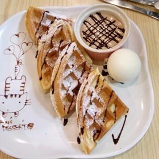 Baileys朱古力醬窩夫配雲尼拿味雪糕 - 位於屯門的嘆甜品 (屯門) | 香港