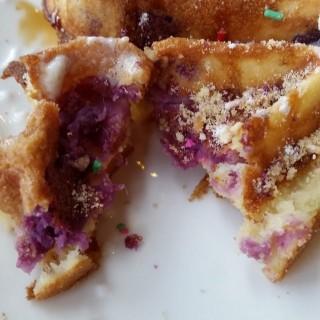 紫薯迷人窩夫配豆腐雪糕 - 位於深水埗的Cafe Charm's (深水埗) | 香港