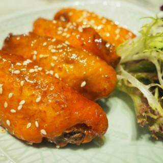 Pan-fried Chicken Wing with Honey Sauce $58 - 位於尖沙咀的百樂小館 (尖沙咀) | 香港