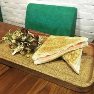 Ham and cheese - ใน จากร้านGood Old Days (銅鑼灣) ฮ่องกง