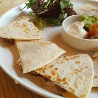 墨西哥芝士蘑菇夾餅 - ใน旺角 จากร้านRomanne Leisure Food Concept (旺角)|ฮ่องกง