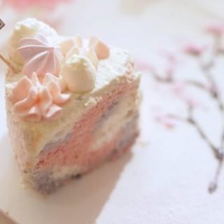 三色櫻花藍莓天使蛋糕 - 位於中環的Sogno Cafe+ (中環) | 香港