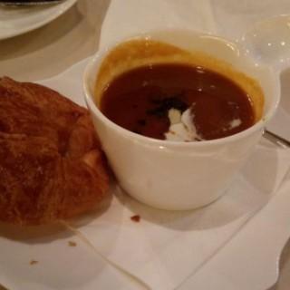 龍蝦湯配牛角包 - 位於的百瀧意粉薄餅餐廳 (樂富) | 香港