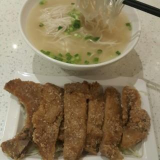 黃金排骨湯麵 - 位於灣仔的上海弄堂菜肉餛飩 (灣仔) | 香港