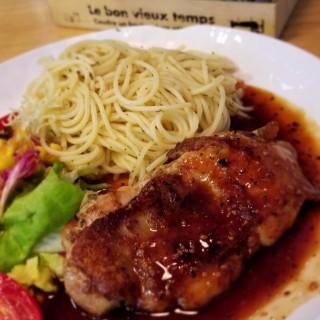 香草煎雞扒配日式山賊汁意粉 - 位於紅磡的Cook King Cooking (紅磡) | 香港