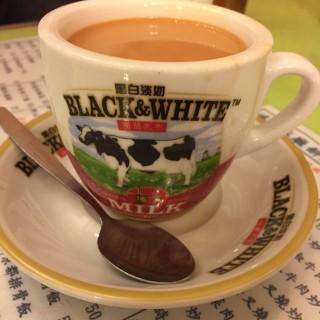 熱奶茶 - 位於旺角的鴻運冰廳餅店 (旺角) | 香港