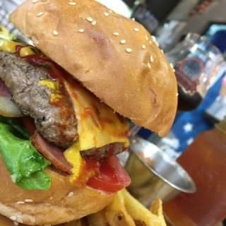 下午茶餐~芝加哥BLT 漢堡配薯倏 配蜜桃伯爵茶 $68 - 位於元朗的Urban United Burger & Bar (元朗)   香港