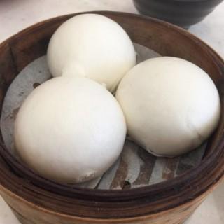 奶皇流沙包 - ใน深水埗 จากร้านCanton's Dim Sum Expert (深水埗)|ฮ่องกง
