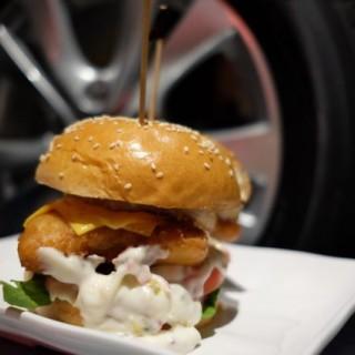 菠蘿鱈魚柳漢堡 - 位於尖沙咀的Burgeroom (尖沙咀) | 香港