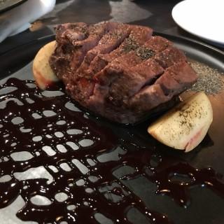慢煮美國安格斯厚切牛柳 - 位於觀塘的Season Plus (觀塘) | 香港